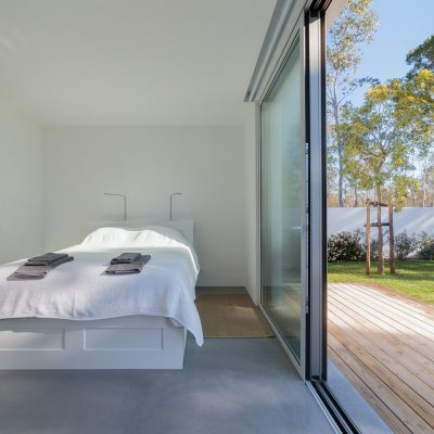 King size bed in room with garden view